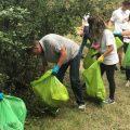 Președintele României strânge gunoaie în pădurea Cernica