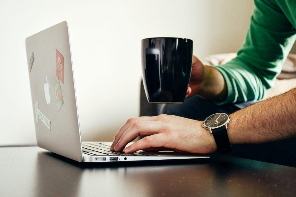 scriu articole blog